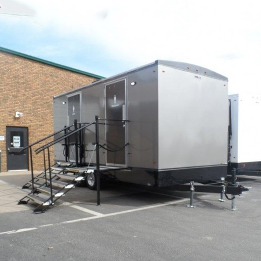 18-ft Luxury Restroom Trailer